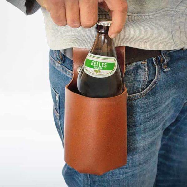 Flaschenholster von McBrikett braun mit Bier