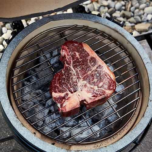 T-Bone Steak aus dem Keramikgrill mit MARABU Grillkohle