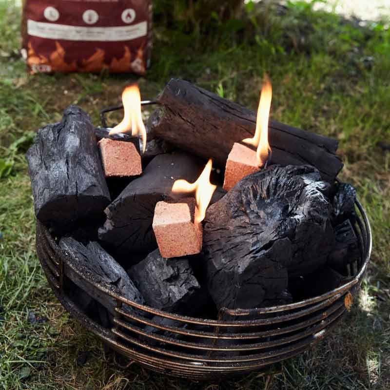 MARABU Holzkohle besteht aus besonders großen Kohlestücken